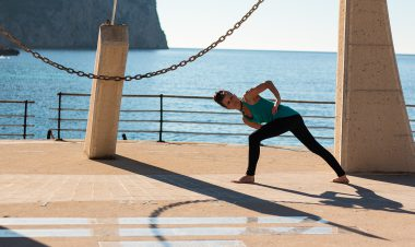 Julia Langenbach - Tibetisches Heil-Yoga in Mallorca an der Sonnenuhr
